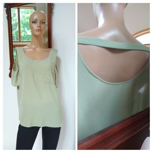 ⭐New Listing ⭐ Lily White. Cold shoulder. XL 16/18